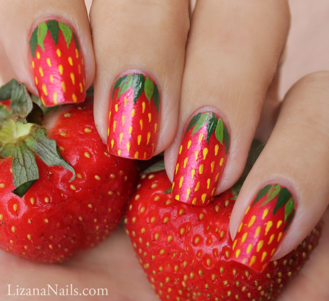 Как рисовать клубнику на ногтях