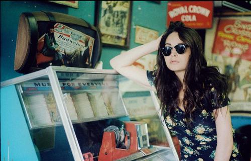 Beauty-brunette-cool-diner-floral-girl-favim.com-56324_large