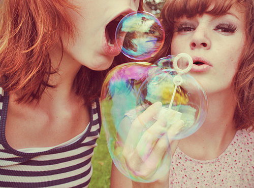 Bubbles-friends-girl-vintage-girls-happy-photography-favim.com-37963_large