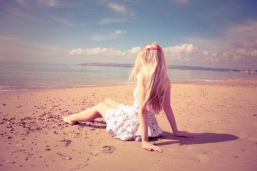 Beach-beautiful-blonde-girl-ocean-sand-favim.com-57558_large