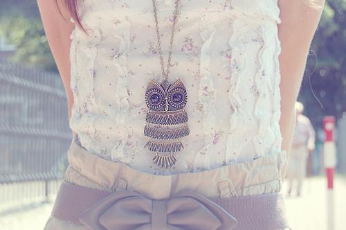 Fashion-floral-necklace-photography-pretty-vintage-favim.com-40937_large
