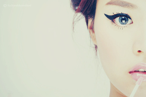 http://data.whicdn.com/images/10349773/black-hair-blue-eye-eye-eyeliner-girl-lip-gloss-Favim.com-52839_large.jpg?1306941711