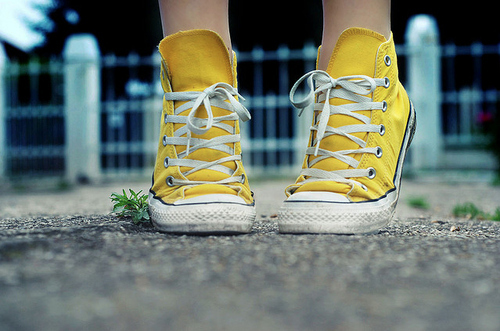 All-star-converse-feet-lace-shoes-sneakers-favim.com-63490_large