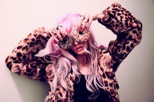 Donuts-fashion-girl-hair-leopard-mascara-favim.com-40601_large