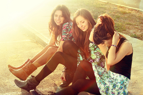 Fashion-flowers-friends-girls-indie-party-dress-favim.com-52020_large