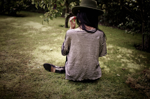 Alone-faceless-fashion-hat-photography-favim.com-65555_large