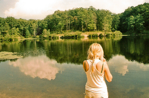 Blonde-girl-lake-nature-outside-pretty-favim.com-66419_large