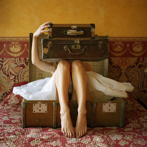 Vintage-suitcases-magazine-photo_large