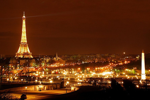 Beautiful-eiffel-tower-eiffelturm-lights-night-paris-favim.com-65584_large