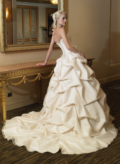 Wedding Dresses. - Page 5 Bridal-wedding-dresses_large