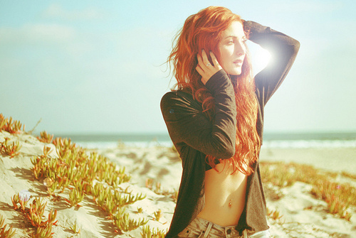 Beach-fashion-ginger-girl-model-red-head-favim.com-46437_large