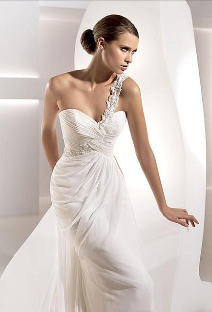 Wedding Dresses. - Page 5 5809790337_a229ee656c_z_large