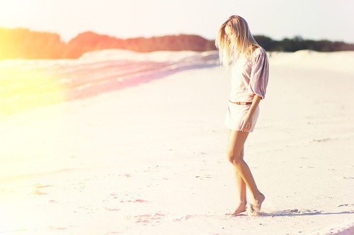 Beach-fashion-girl-photography-pretty-sunny-favim.com-59496_large