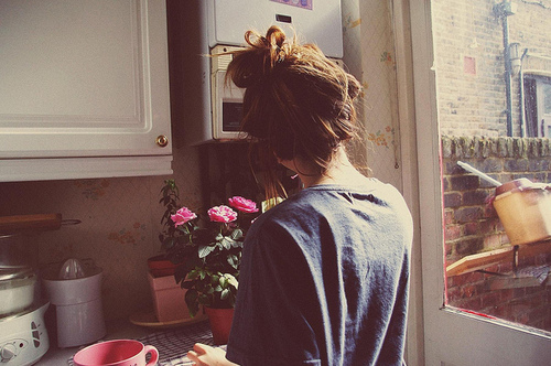 Fashion-fashion-photography-flowers-girl-hair-kitchen-favim.com-39068_large