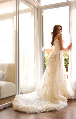 White Wedding Gowns on Bride  Gown  Off White  Wedding Dress  Wow   Inspiring Picture On