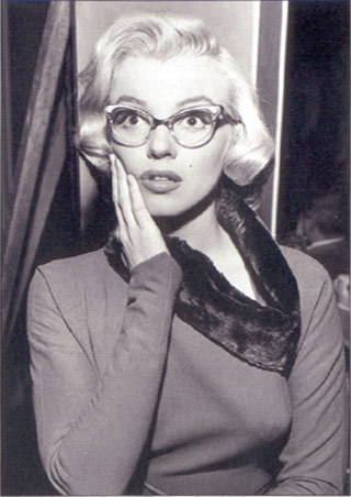 Lgst4074+marilyn-monroe-in-glasses-marilyn-monroe-poster_large