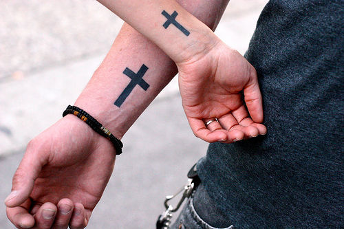 Simple-cross-tattoos-new-fashion-for-teenager-girls_152348615_large