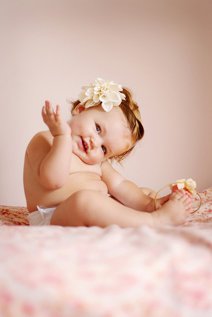 Awn-baby-beautiful-cute-flowers-girl-favim.com-77035_large