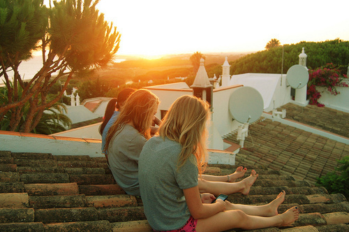 Cute-friends-girls-roof-summer-sun-favim.com-78326_large