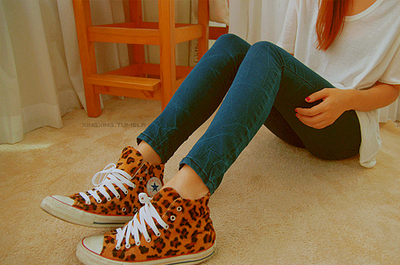 Converse-cool-footprints-girl-legs-leopard-favim.com-53927_large