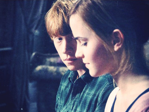 casal-deathly-hallows-harry-potter-hermione-ron-Favim.com-39687_large.jpg (500×374)