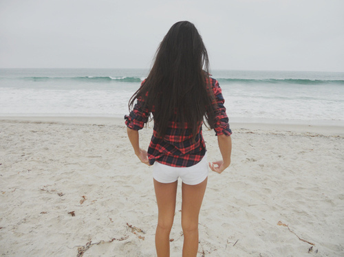 Beach-beach-girl-girl-hair-legs-ocean-favim.com-73429_large