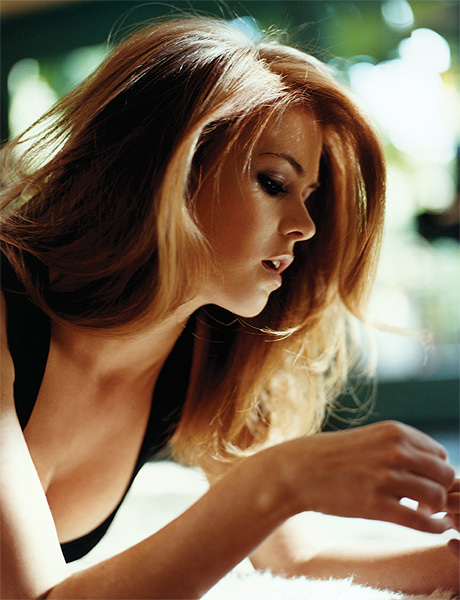 http://data.whicdn.com/images/11015621/Islafisher-lyingdown-hot-photoshoot_829_large.jpg