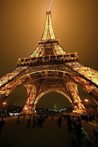 Eiffel,tower,paris,torre,eiffel,night,arquitectura,noche-a34e2e9811f32c8ab449c598bc27a4e9_h_large