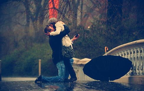 Couple-kiss-love-proposal-rain-favim.com-75754_large