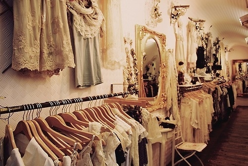 clothes-clothing-racks-fashion-lace-mirror-room-Favim.com-79060_large.jpg (500×334)
