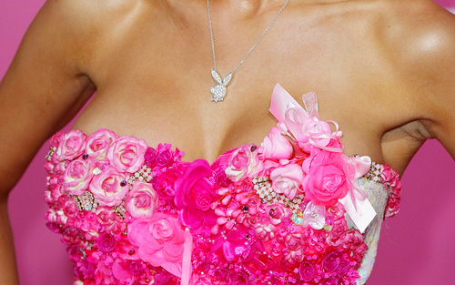 Colorful-necklace-pink-playboy-roses-favim.com-52001_large