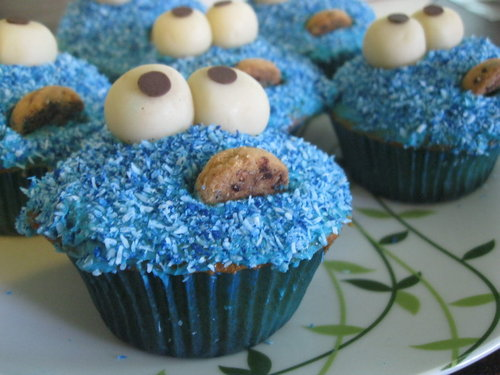 Cookie_monster_cupcakes_by_megan_yo-d3dccru_large