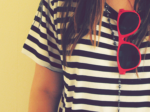 Girl-ray-bans-red-stripes-sun-glasses-favim.com-80435_large