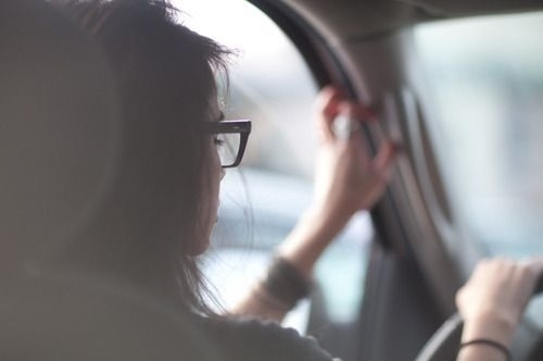 Brunette-driving-girl-glasses-hair-favim.com-83142_large