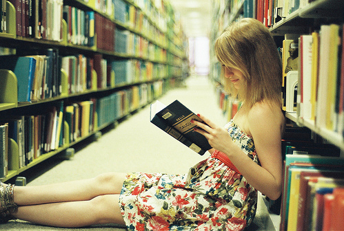 Books-girl-library-photograph-photography-favim.com-71552_large
