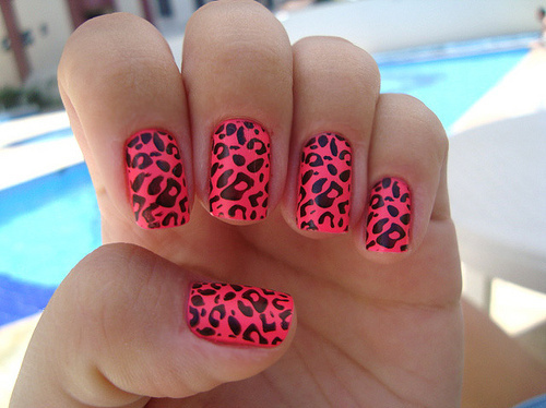 Cute-enamel-fashion-girl-nails-ounce-favim.com-60099_large