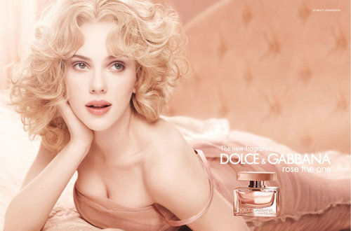 Scarlett_johansson_rose_the_one_large