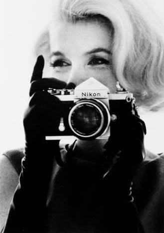 Beautiful-camera-happy-marilyn-monroe-nikon-photography-favim.com-87827_large