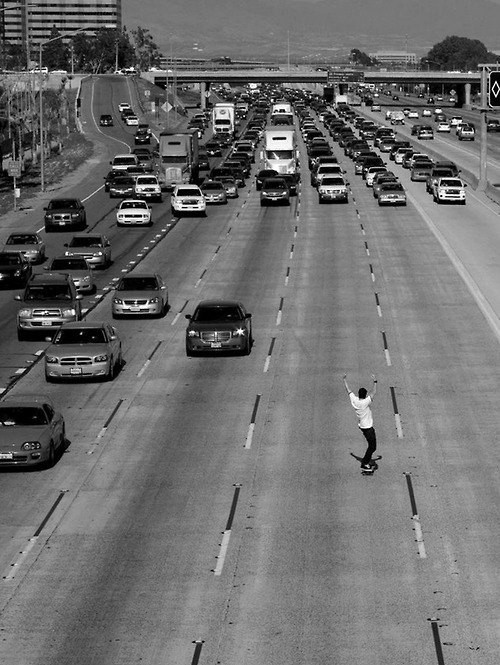 Awesome-black-and-white-cars-highway-skateboard-favim.com-90995_large