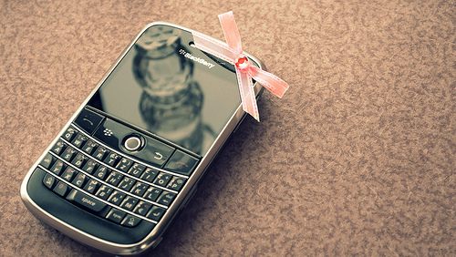 Black-blackberry-bow-cell-phone-cute-fashion-favim.com-79346_large