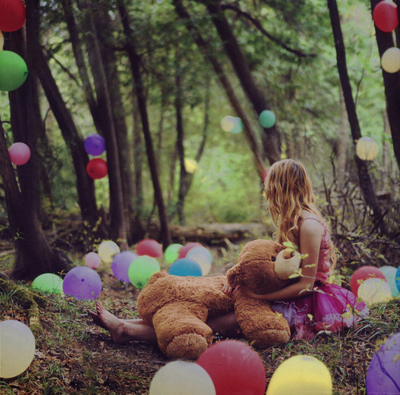 Baloon-bear-girl-nature-nubhebhe-trees-favim.com-93043_large