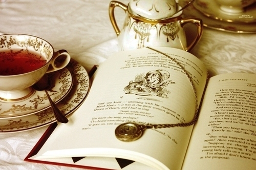 Alice-in-wonderland-book-tea-teacup-vintage-favim.com-96740_large