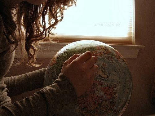 Curls-girl-brunette-globe-hair-hands-favim.com-50246_large
