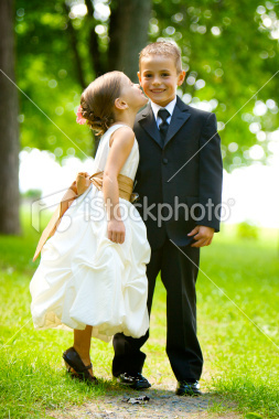 Istockphoto_8187266-little-girl-kissing-a-boy_large