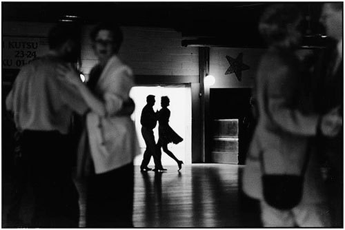 Elliott_erwitt_photo_finland_2001_large