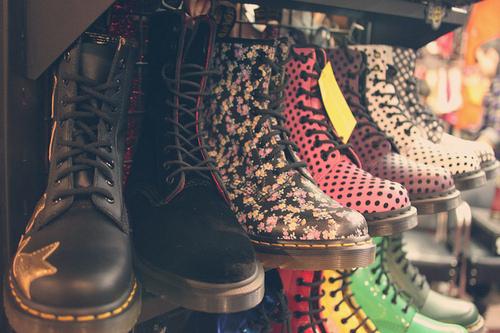 Boots-docs-dr-martens-floral-hippie-hipster-favim.com-59424_large