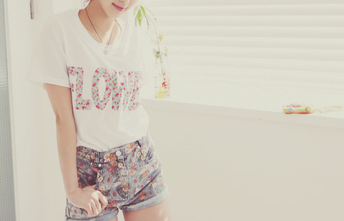 Cute-fashion-floral-girl-love-shirt-favim.com-105999_large