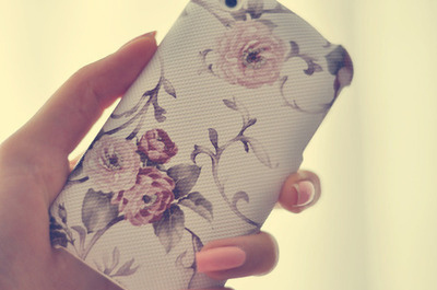 Flowers-iphone-nails-nice-pink-pretty-favim.com-105597_large
