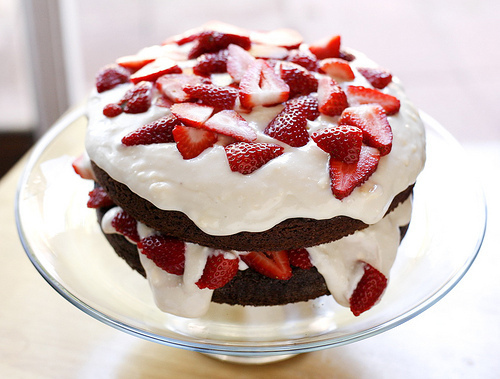 Cake-chocolate-delicious-food-strawberry-yummy-favim.com-106399_large