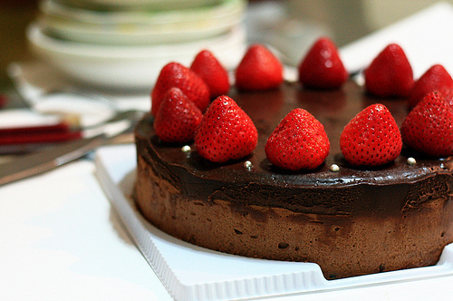 Cake-candy-chocolate-delicious-strawberry-favim.com-66354_large